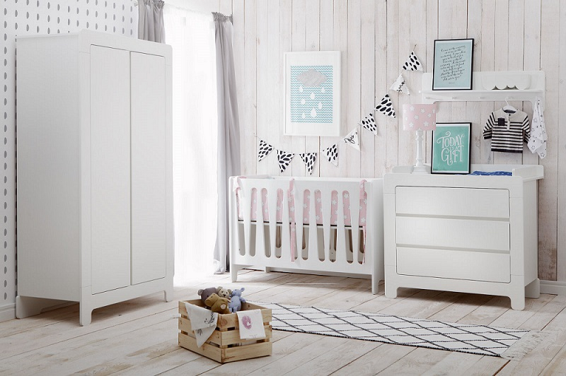 babyzimmer kinderzimmer wei saint tropez set c komplett schrank 3t bett kommode ebay. Black Bedroom Furniture Sets. Home Design Ideas
